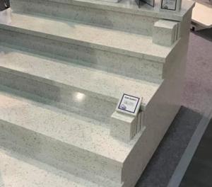 schody ze spieków kwarcowych
