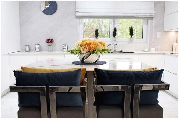 Stół ze spieku kwarcowego – prostota i elegancja