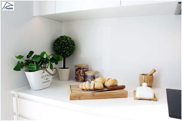 Biały blat w kuchni – ponadczasowa klasyka
